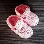 Botoșei croșetați pentru bebeluși - roz