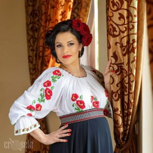 Ie traditional romaneasca cu maci rosii - Model SILVIA