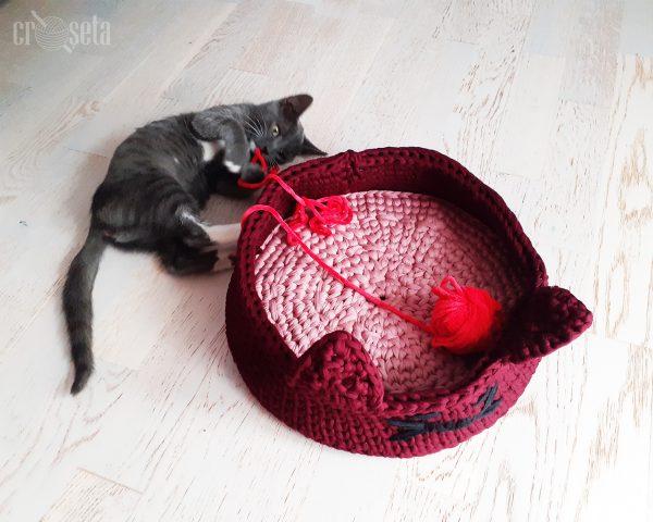 Cos crosetat pentru pisica