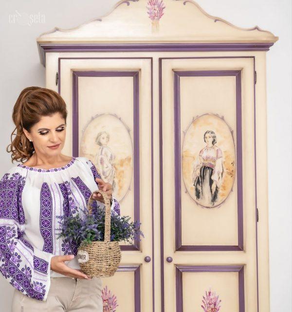 Ie cusută manual în culorile lavandei - Model ALEXANDRA