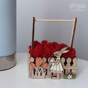 Aranjament din lemn pentru Paște, cu licheni naturali roșii