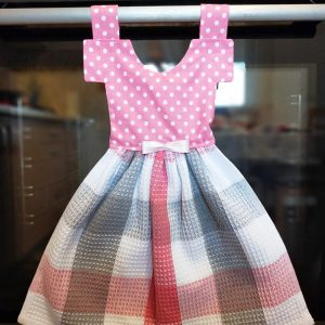 Prosop de bucatarie tip rochita cu buline, nuante de gri si roz