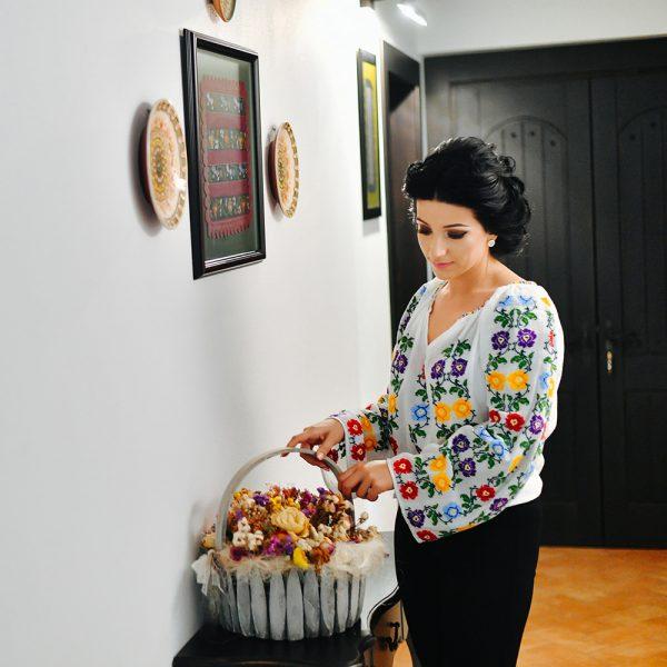 Ie cusuta manual cu flori viu colorate - Model VALERIA
