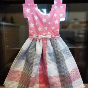 Prosop de bucatarie tip rochita cu stelute, nuante de gri si roz